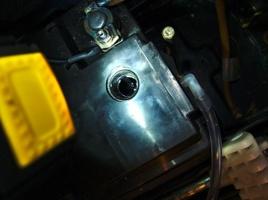 Batteriesäurestand prüfen